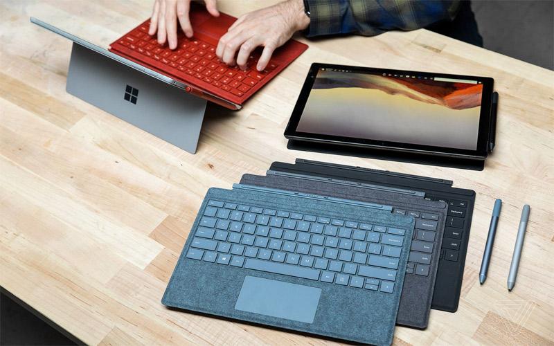 Microsoft Surface Pro 6 còn có thêm cả phiên bản bàn phím vải Alcantaran cao cấp