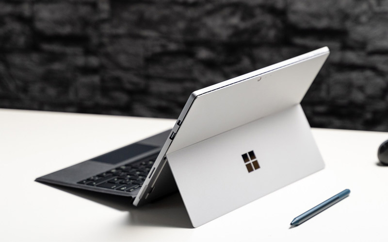 Surface Pro 6 được thiết kế có thể nghiêng tới 165 độ